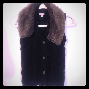 Knit sweater vest fur trim